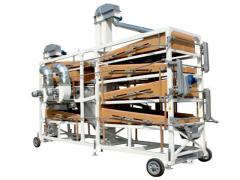 Machine for cleaning and calibrating cereals
