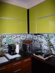 Кухня в зелено, кафяво и черно от МДФ