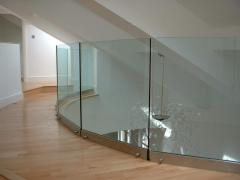 Стъклени парапети и стъклени преградни стени