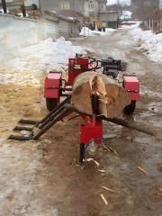 Машина за разцепване на дърва със самостоятелен
