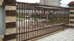 Дворни и метални врати