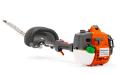 Щадящи ножици за жив плет с регулируема режеща шина за оптимална маневреност. Двигателят балансира шината, която може да се извие така, че да достигне върха на живия плет. Оборудвана също с двигател E-TECH® с намалени емисии, Smart Start® и горивна помпа