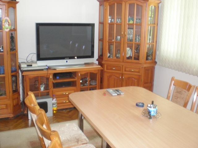 Поръчка Обзаведен тристаен апартамент в Центъра на гр. Ямбол