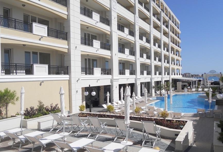 Поръчка Апартаменти в 4* апарт хотел на брега на морето Поморие