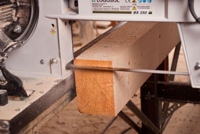 Поръчка Услуги по договор за дърводелски работи