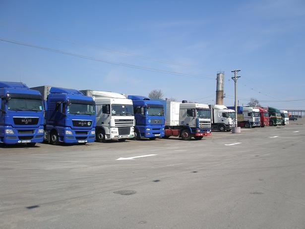 Поръчка Отдаване на открит паркинг на камиони