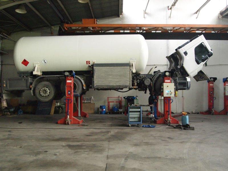 Поръчка Сервизна дейност за леки и тежкотоварни автомобили