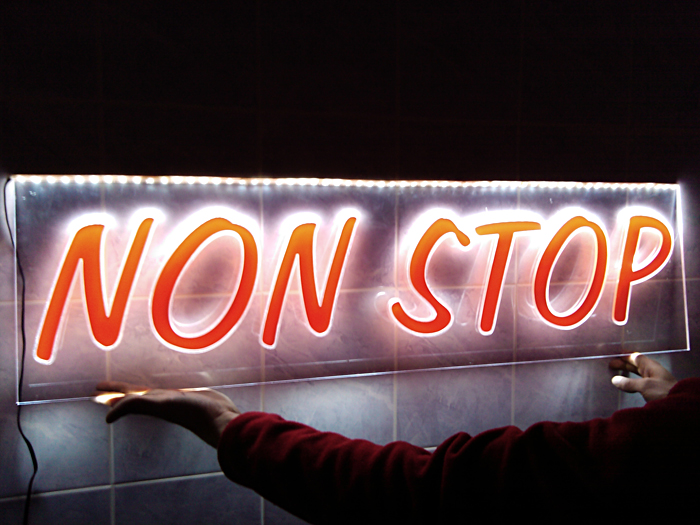 Поръчка Външна реклама светеща