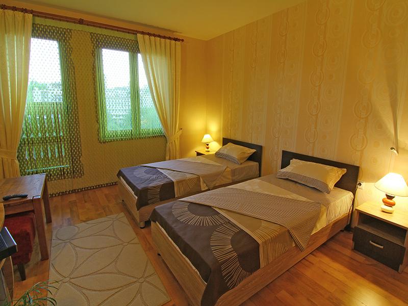 Поръчка Стаите и баните в Хотел Асеневци