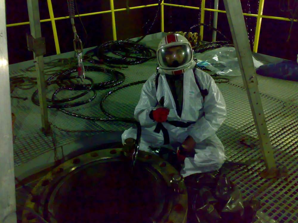 Поръчка Товарене и разтоварване на промишлени катализатори