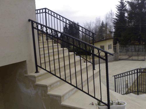 Поръчка Изработка на метални парапети и решетки