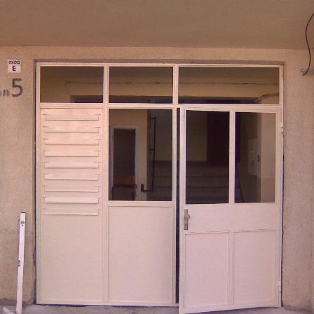 Поръчка Метални врати, охранителни решетки, парапети.h