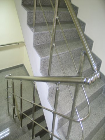 Поръчка Монтаж на иноксови парапети и огради
