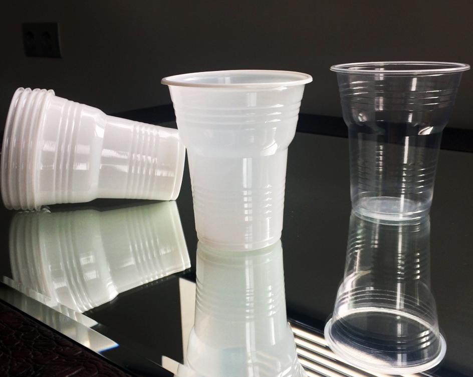 Поръчка Производител на пластмасови изделия за еднократна употреба