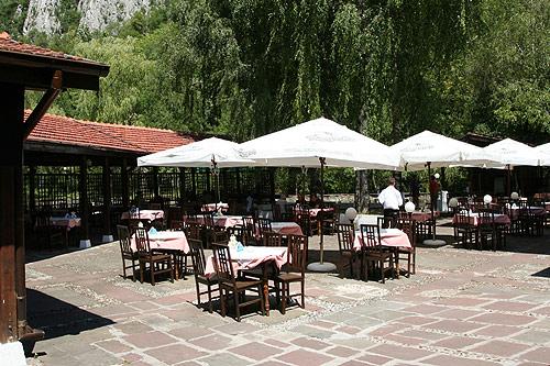Поръчка Ресторант - градина