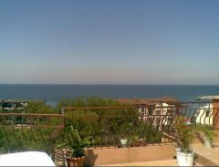 Стая с тераса с гледка към морето