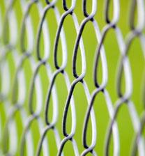 Монтаж на оградна мрежа и оградни пана