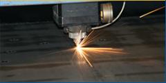 Лазерно рязане на метал.