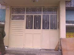 Метални врати, охранителни решетки, парапети.h
