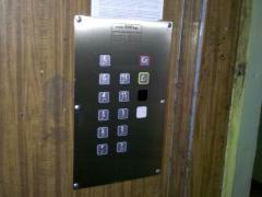Монтаж и поддръжка на системи за контрол на достъп за асансьори и входни врати